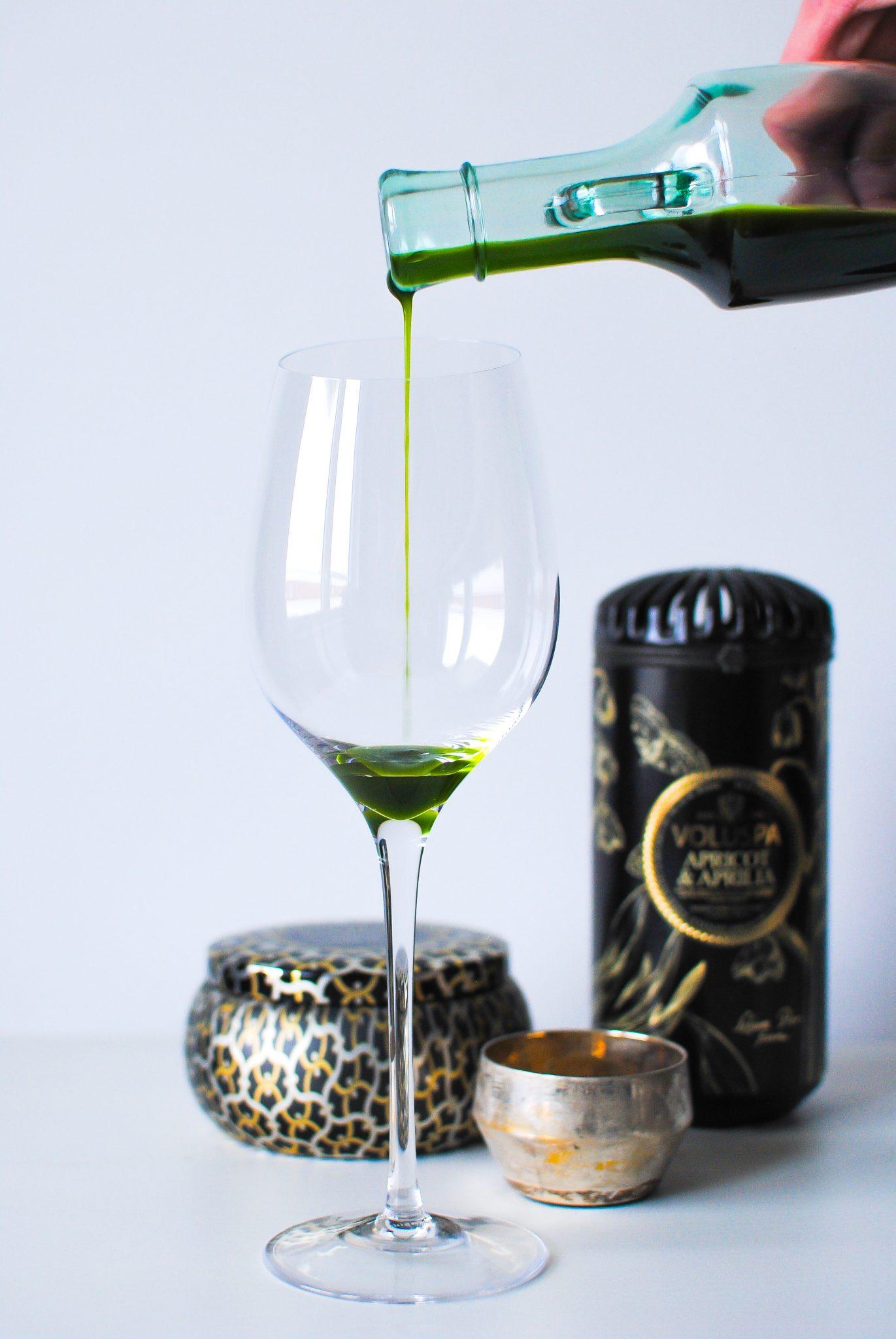 Olja gjord på thaibasilika